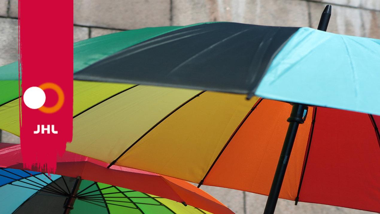 JHL logo ja kirjavia sateenvarjoja